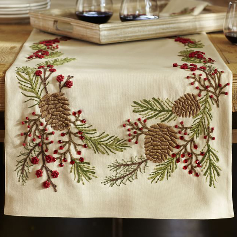 11 Best Christmas Table Runners And Linens In 2017   Festive Holiday Table  Runners