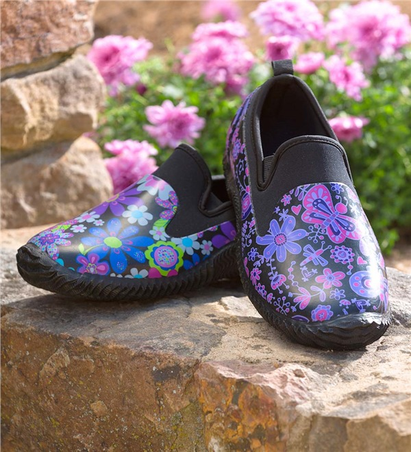 10 Best Garden Shoes And Clogs In 2017   Reviews Of Waterproof Gardening  Shoes And Boots