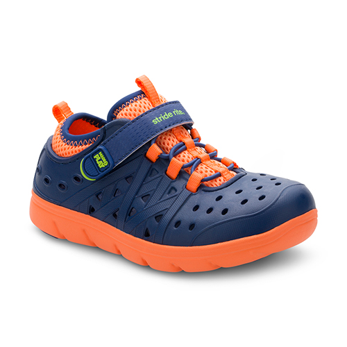 Water shoes for kids are typically pretty flimsy, best worn only at the beach or pool. But what if your kids are bouncing around the backyard, from the basketball hoop to the sprinklers? Meet Phibian, a hybrid sneaker-sandal combo.