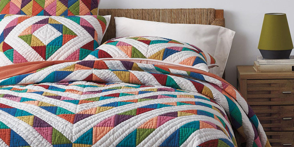 bed quilts coverlets