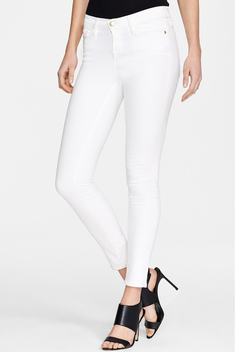 MEN'S WHITE JEANS White jeans for men? Give them a try. From slim to relaxed jeans, we have a huge selection of white men's jeans that can fit pretty much every kind of guy. Wear them with your favorite Trucker Jacket and casual sweatshirt in the fall, or pair them with your favorite tee and cap for spring. White men's jeans are an all-around standout.