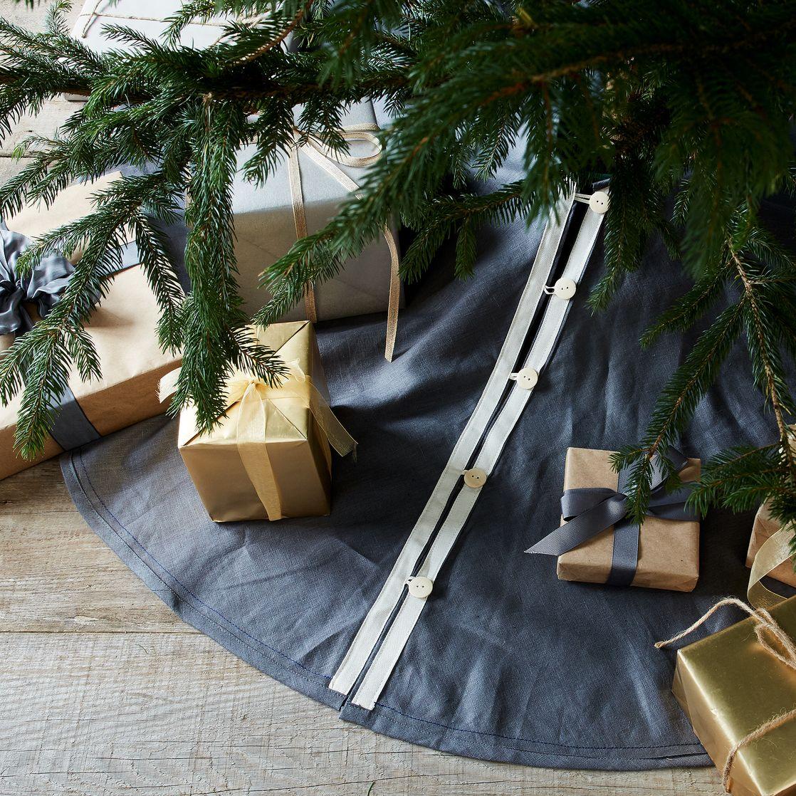10 Best Christmas Tree Skirts for 2017 - Festive Wicker ...