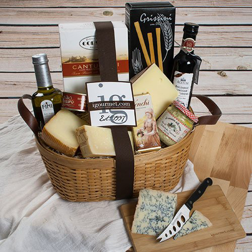 16 Best Food Gift Baskets for Christmas 2017 - Gourmet Food Gift ...