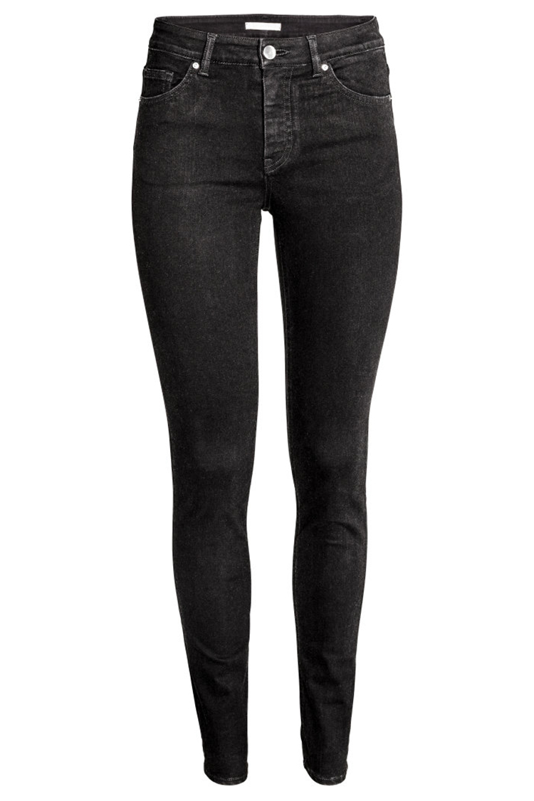 Skinny Jeans Hands down our go-to denim hit, no wardrobe should be without a pair of skinny jeans. This skin-tight staple is a favourite of fashion lovers, and we know why – the ankle grazing length was made for ankle boots and the spray- on finish is fit for layering.