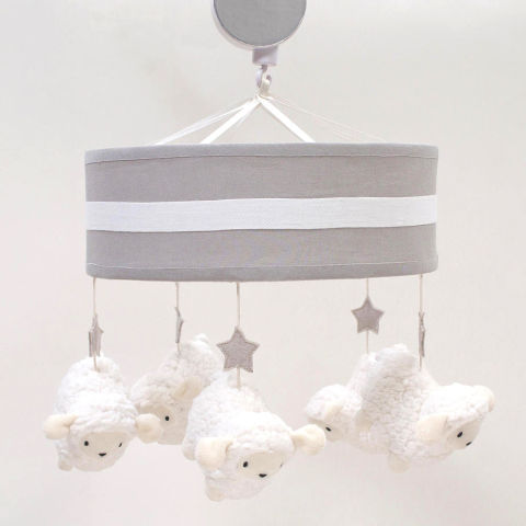 12 best crib mobiles for the nursery in 2017 projection and musical baby crib mobiles. Black Bedroom Furniture Sets. Home Design Ideas