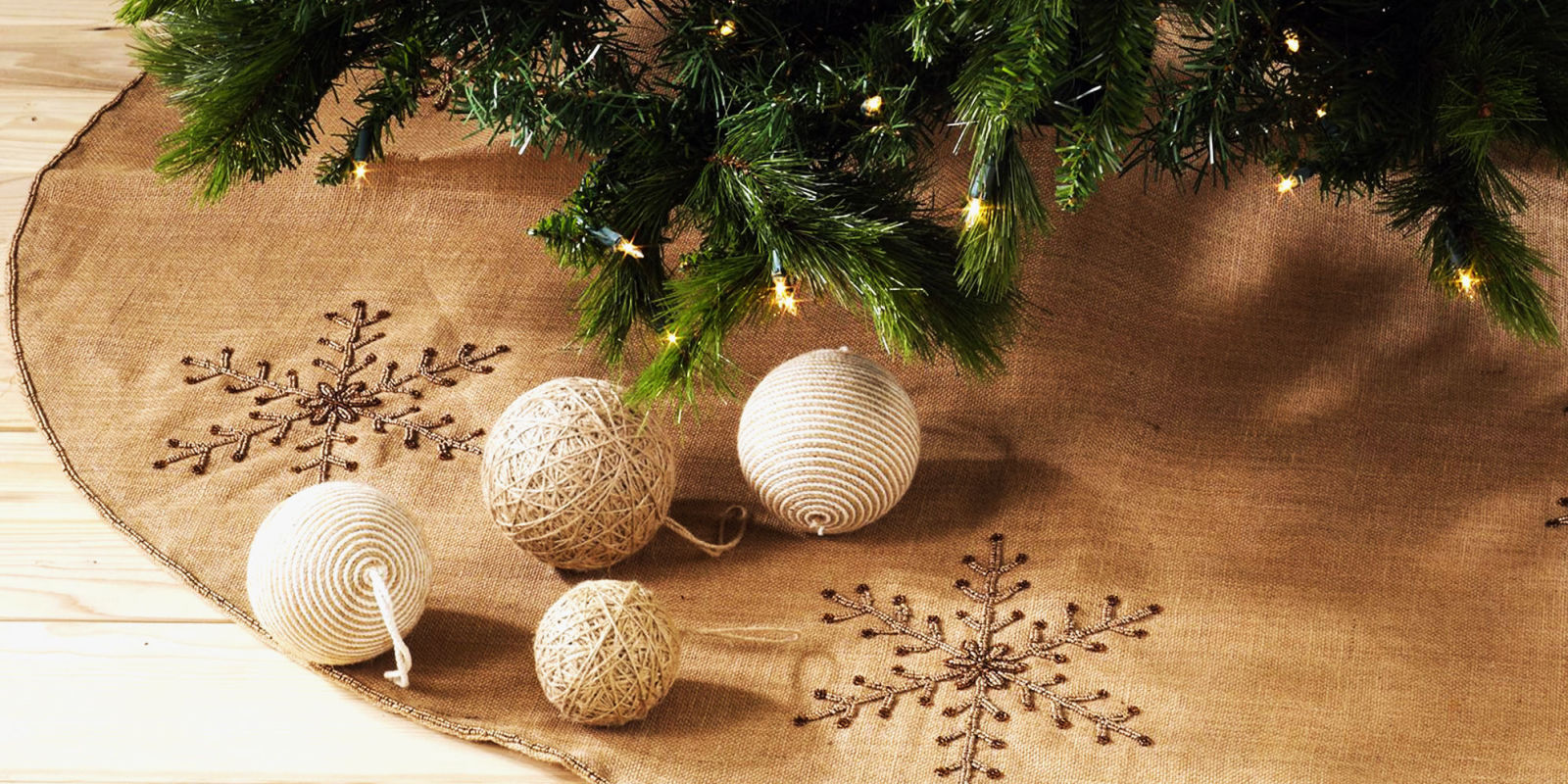 Best burlap christmas tree skirts for rustic and