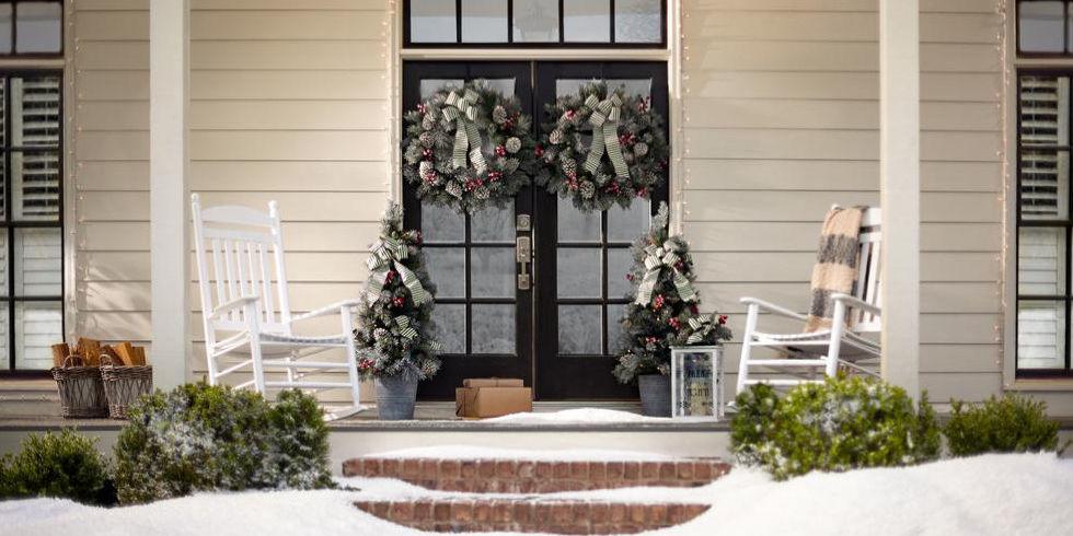 11 Best Outdoor Christmas Wreaths for 2017 - Festive Winter ...